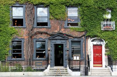 *** Фасад плющ стена Дублин Ирландия