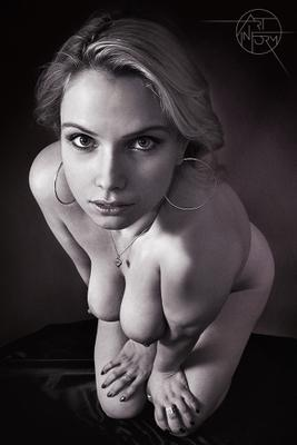 Kneeling Art-in-Form Fetish BDSM Nude Girl Booty Submissive