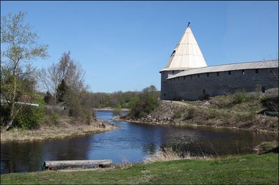 … там, где Елена впадает в Волхов. Старая Ладога Крепость реки Елена и Волхов