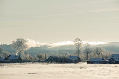 Утро за околицей Дым стелется Деревня зимой