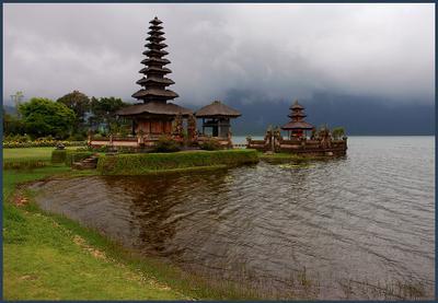 Улун-Дану  бали, храм, озеро