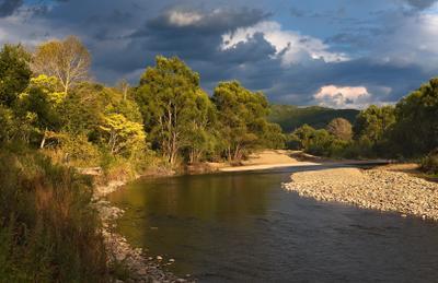 вечером у реки вечер сентябрь тучи река Партизанская