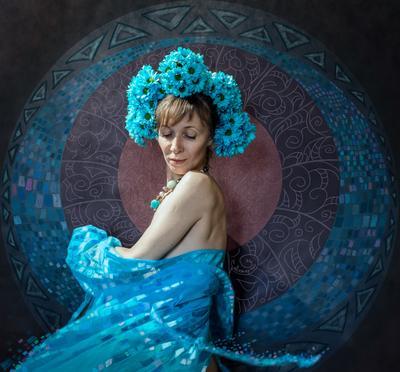 Флора. Танец полной луны. флора орнаментальный портрет орнамент голубые цветы