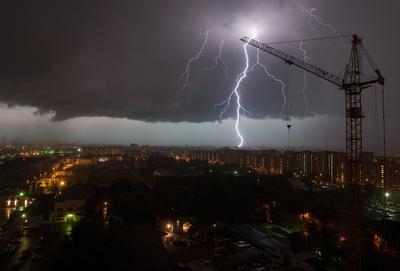 Гроза Москва гроза Отрадное молния небо город огни туча вечер кран