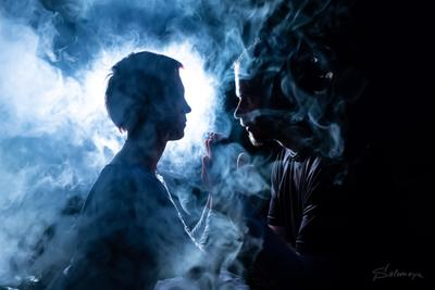 Ева и ее Адам дым