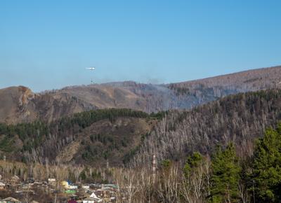 Работа пожарного вертолета Красноярск Торгошинский хребет пожар 30 апреля 2018 года