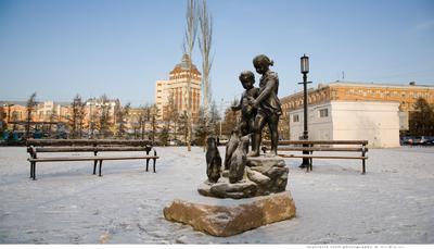 в Омске, перед Успенским собором Омск, Успенский собор
