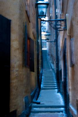 Нереальная реальность зима Стокгольм самая узкая улочка