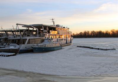 Февраль зима корабль катер стоянка лёд февраль