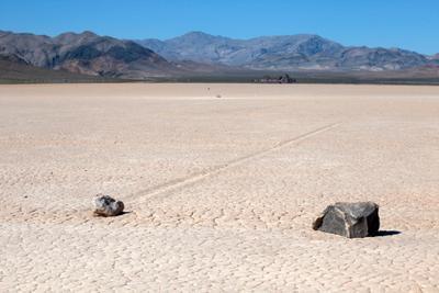 Бегающие камни USA California Death Valley Racetrack Playa