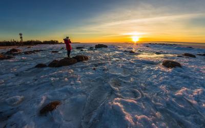 Скоро весна весна финский залив лед снег закат пейзаж солнце небо облака горизонт камни
