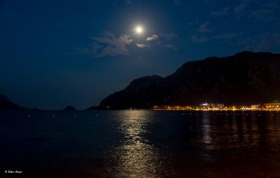Лунный вечер в Ичмелере турция ичмелер вечер луна море горы ночь лунная дорожка посёлок огни пейзаж