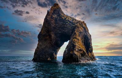 Золотые ворота. скалы море небо