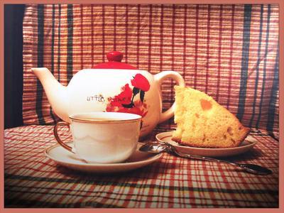 Чайку  чайник, чашечка, пирог