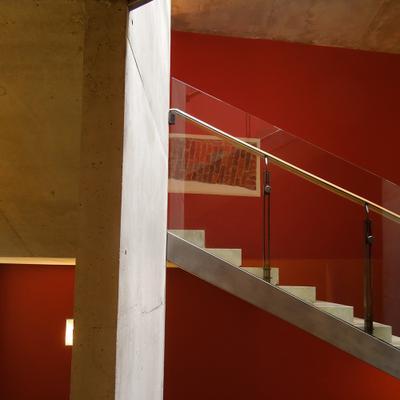 Красный квадрат Эрмитаж здание Главного штаба лестница ступени балка