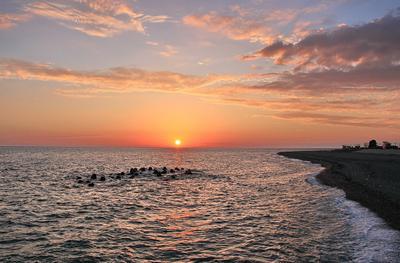 На гране дня и ночи море закат солнце облака берег