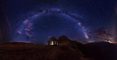 Капелла Святой Троицы капелла св троица ночь млечный путь арка звезды горы
