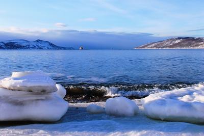 Весна в январе море бухта вода сопки небо облако
