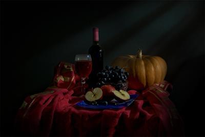 Вечер, вино.. Вино бутылка виноград тыква яблоко вечер