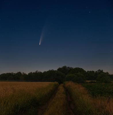 Далекая гостья комета космос ночная астропейзаж ночной пейзаж