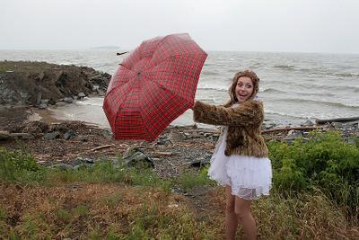 Почти Мэри Поппинс! свадьба невеста зонтик дождь ветер