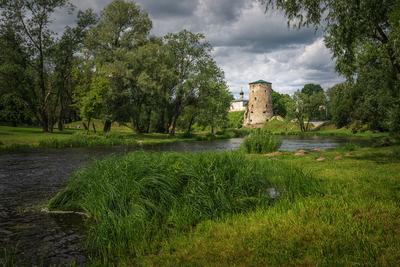 Гремячая башня Псков город русский крепость лето река Пскова башня Гремячая