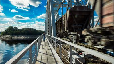 движение и неподвижность путешествия мост поезд девушка движение