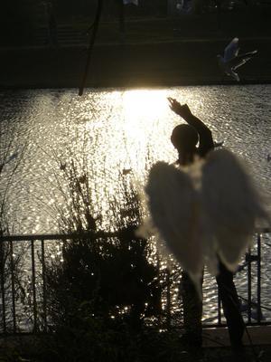 Ангел Берлин, ангел, человек
