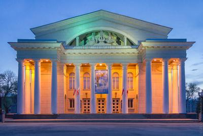 Саратовский академический театр оперы и балета Саратов театр архитектура балет опера вечер здание свет