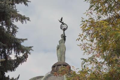 Скульптура МИР