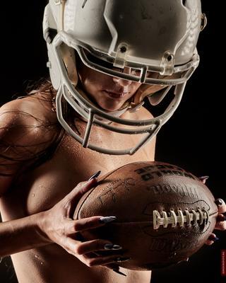 *** Девушка с мячом