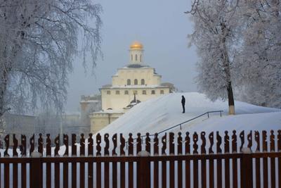 У Золотых ворот город зима иней забор золотые ворота