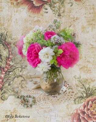 Викторианские розы и белый шиповник розы натюрморт шиповник композиция