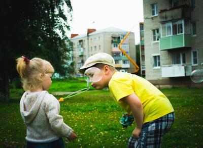 Мыльные пузыри дети