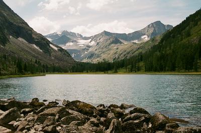 Мультинское озеро. Алтай горы природа пейзаж озеро