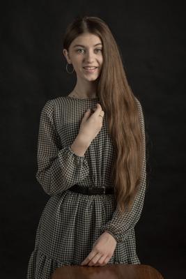 Ева! Девушка платье длинные волосы гламур.вспышка домашняя студия