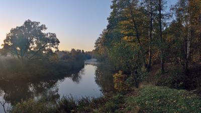На утренней зорьке рассвет осень речка туман