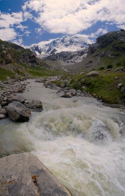 Шумное таянье льдов Уллу-Тау Адыр-су Горы река туризм альпинизм