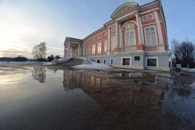 Уса́дьба Куско́во дворец музей.москва отражение весна