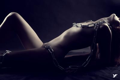 Цепи ню цепи девушка обнаженная эротика красота