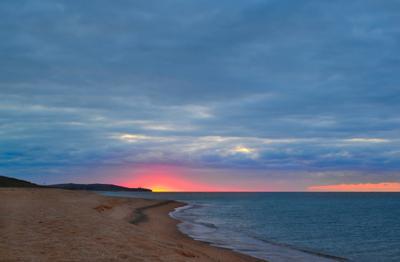 Золотой пляж на рассвете. Крым.