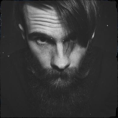 Автопортрет мужчина борода черное и белое усы брюнет бородатый лицо глаза портрет автопортрет взгляд парень