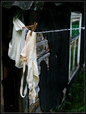 Мистерии старого бюстгальтера бюстгальтер белье изба окно Литва