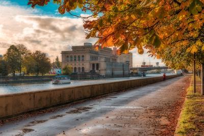Осенняя набережная осень город