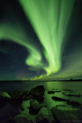 Джин полярное северное сияние ночь озеро