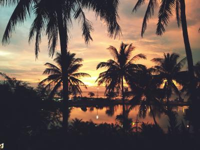 Закат на побережье пляжа Карон Пхукет