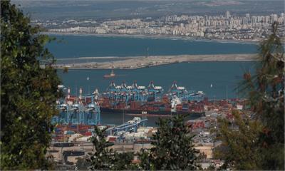 взгляд  на  порт и пригороды ...