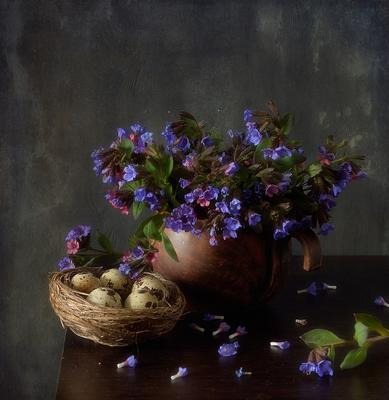 с медуницей... натюрморт весна цветы медуница первоцвет