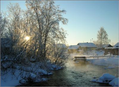 Морозный день в деревне Карелия зима деревня Кажма речка солнце снег