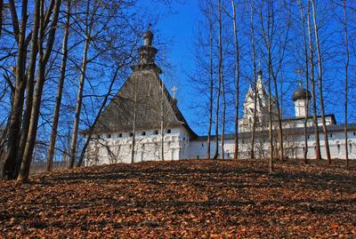 Весенний пейзаж с монастырем